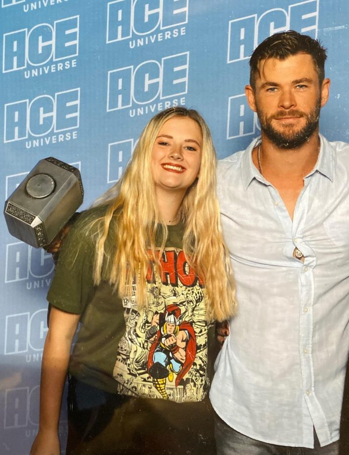 OH+MY+THOR.++Actor+Chris+Hemsworth+was+a+major+attraction+of+the+Comicon+Midwest.+Sophomore+Summer+Rains+waited+hours+in+line+and+purchased+pricey+tickets+to+meet+several+A-list+celebrities+during+her+time+at+the+event.+
