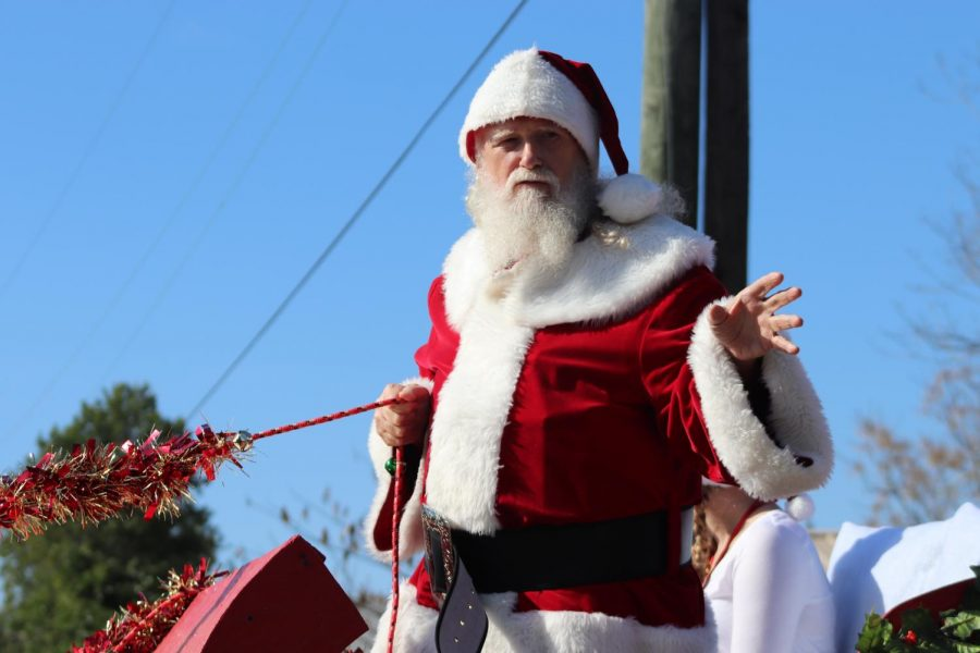 COMING+TO+TOWN.+Santa+made+an+appearance+during+the+parade.+He+was+also+available+for+pictures+at+the+end+of+the+event.