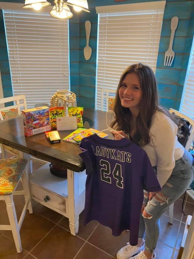 READY TO RETURN. Before headed to surgery, sophomore Mazzy Heyer received her jersey and a care package from the softball team.