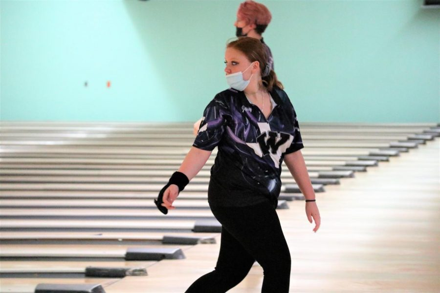 KNOCKING+THEM+DOWN.+After+sending+the+ball+down+the+lane%2C+sophomore+Jaslyn+Fox+hopes+for+a+strike.+Fox+and+the+bowling+team+are+headed+to+state+after+a+great+regional+competition.+