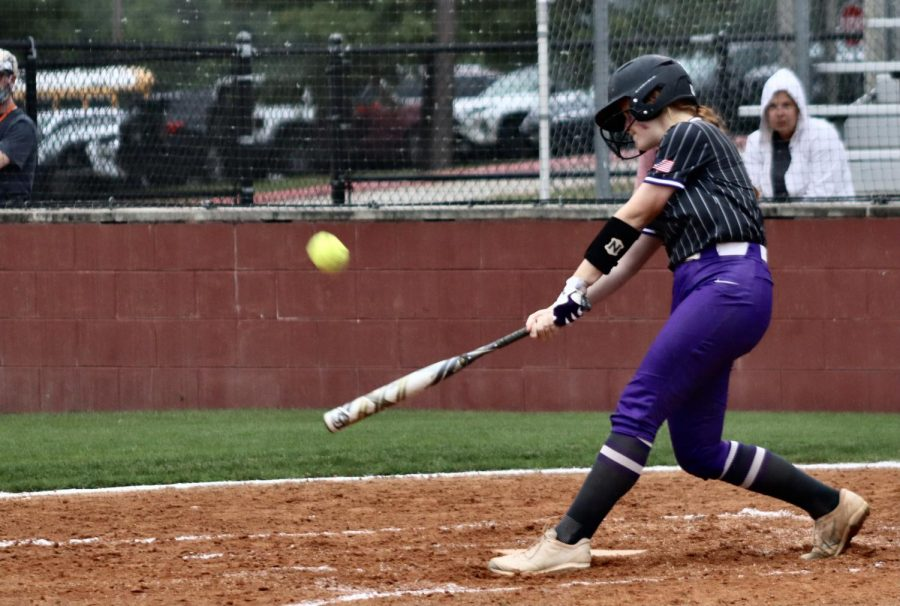 BATTING+IN.+Freshman+Kynlei+Chapman+hits+the+ball+to+try+and+get+on+base.+