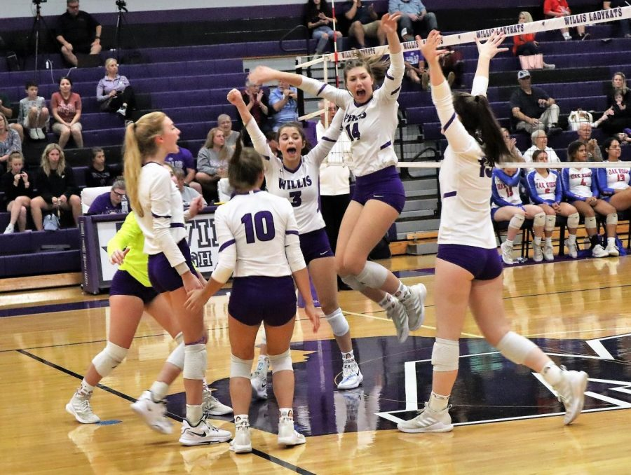 GOOD+JOB.+After+winning+a+point+against+the+Lady+War+Eagles%2C+the+team+celebrates.+After+a+tough+district+battle%2C+the+LadyKats+lost+in+four+sets.+